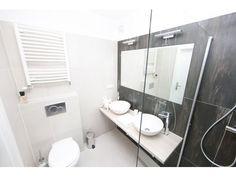 pur luxury: apartment with 2 separate washbasins Holiday Apartments, Luxury Apartments, Rent Apartment, Austria Travel, Vienna Austria, Public Transport, Separate, Traditional, Pull Apart