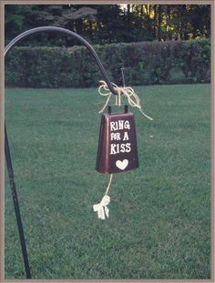Ring für ein Kiss Wedding Bell, rustikale Hochzeit Bell, Vintage Hochzeit, Scheune, Hochzeit, küssen, Hochzeit-Kuh-Glocke, Glocke, Bauernhochzeit, Dekoration