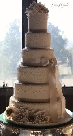 Gold & Champagne wedding cake.