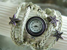 Eine Wickelarmbanduhr aus 8-fach geflochtenem Leder in Weiss Antik, welche *5 Mal ums Handgelenk gewickelt* werden kann!   Durch das ausgewählte M...
