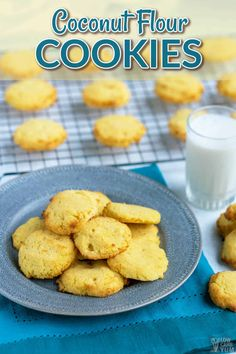 There are times when you want something to satisfy your sweet tooth on the go. These simple to make coconut flour cookies are a great portable snack. Coconut Flour Recipes Keto, Cooking With Coconut Flour, Coconut Flour Cookies, No Flour Cookies, Sugar Cookies Recipe, Cookies Et Biscuits, Cookie Recipes, Desserts With Coconut Flour, Dessert Simple