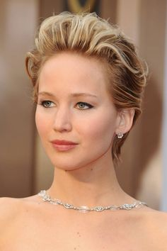 Jennifer Lawrence looked absolutely stunning at the Oscars last night. Her skin is just flawless - and we love this muted makeup on her. Who gets your pick for most beautiful skin at the Oscars?