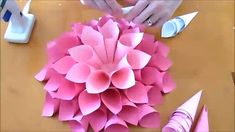 DIY Giant Dahlia Paper Flowers: How to Make Large Paper Dahl.- DIY Giant Dahlia Paper Flowers: How to Make Large Paper Dahlias Giant dahlia paper wall flowers. How to make easy giant paper flowers for backdrops and nursery wall decor! Paper Flowers Craft, How To Make Paper Flowers, Giant Paper Flowers, Flower Crafts, Diy Flowers, Fabric Flowers, Flower Diy, Flowers Decoration, Mason Jar Crafts