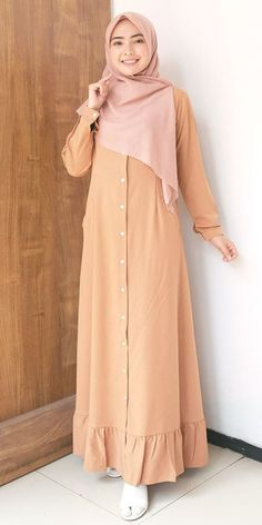 Stylish Dresses For Girls, Frocks For Girls, Modest Dresses, Modest Outfits, Abaya Fashion, Fashion Dresses, Modele Hijab, Muslim Women Fashion, Muslim Dress