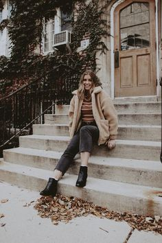 Image about fashion in autumn by ⋆𝔫𝔞𝔱𝔞𝔩𝔦𝔢⋆ on We Heart It Winter Wear, Autumn Winter Fashion, Socks Outfit, Look Fashion, Fashion Outfits, Outfit Invierno, Foto Pose, Dress To Impress, Winter Outfits