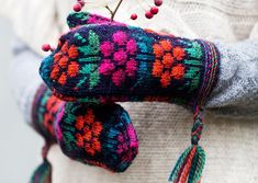 Tee itse somat perinnelapaset: 17 maakuntaa, 17 ohjetta | ET Knitting Charts, Knitting Patterns, Knit Mittens, Friendship Bracelets, Diy, Knits, Lace Gloves, Knit Patterns, Bricolage
