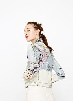 https://www.pepejeans.com/es_es/mujer/nueva-coleccion/denim-separates/chaqueta-efecto-pintura-multicolor-ellie-paint-PL401346000-10?color=2435