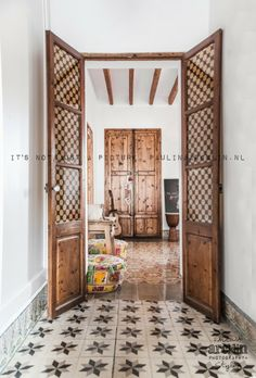 Mallorca a todo color Bohemian Interior, French Colonial, Elegant Homes, Windows And Doors, Decoration, Interior Inspiration, Feng Shui, Living Spaces, Sweet Home