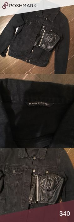 Brandy Melville Jean Charcoal Denim Jacket Super cute Brandy jacket, comes with a Faux Leather F21 crop-bustier top. The jacket has cool vertical stitching up the front and the top looks so good under it paired with high rise jeans 🙌😻 jacket would fit an xs/s Brandy Melville Jackets & Coats Jean Jackets