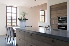 Moderne keuken in strakke loft - Tinello