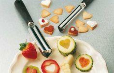 Un emporte-coeur pour décorer les fruits avec amour
