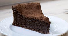 Per cucinare un dolce non c'è bisogno di essere dei maestri in cucina, con pochi ingredienti e dei semplici passi è possibile realizzare delle torte davvero gustose oltre che leggere. Questa torta al cioccolato non richiede tecniche complesse e può essere una super torta di compleanno per i bambini o per una merenda a metà pomeriggio. Tutta l'inventiva in cucina è ben accetta, basta avere i giusti ingredienti per sorprendere tutti. Latorta al cioccolato è una delle torte preferite da tutti… 100 Calorie, Muffin, Food And Drink, Pizza, Gluten Free, Drinks, Healthy, Sweet, Latte