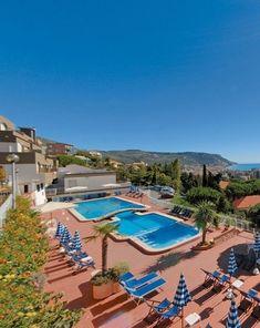 Residence Sant Anna, Pietra Ligure, Ligurie, Itálie, venkovní bazén, bazén pro děti, bazén s hydromasážemi, panoramatický výhled na moře, letní dovolená, sluneční terasa, dětské hřiště, bar, parkoviště, prádelna, WiFi, balkon, výtah, trezor, mikrovlnná trouba, obchod, fén, klimatizace, myčka, prádelna, pes povolen, 2x koupelna, Ligurská riviéra, recepce, dovolená u moře, dovolená v Ligurii, rodinná dovolená.
