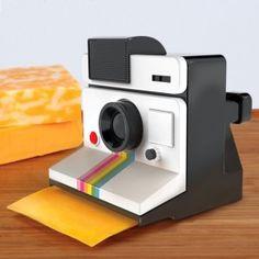 """Cheese! Mucho mejor que decir """"patata"""" cuando se hace una foto, por lo menos así se sale sonriendo y no con la boca abierta. Si además es para usarlo con esté divertido cortador de quesos no hay comparación que valga."""