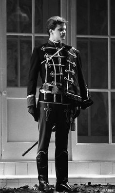 white knight wearing black Colin Firth, Character Design Inspiration, Style Inspiration, Military Fashion, Mens Fashion, Drawing Clothes, Historical Clothing, Belle Photo, Costume Design