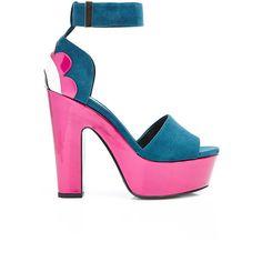 Nicholas Kirkwood Polly Petal Platform Sandal (2.995 BRL) ❤ liked on Polyvore featuring shoes, sandals, buckle platform sandals, chunky platform sandals, pink platform sandals, pink patent shoes and patent leather sandals