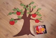 Ein schönes Herbstmotiv aus unserem Bastelfilz - Apfelbaum. Mehr unter http://apfelbaeckchen-blog.blogspot.de/2016/09/diy-tipp-wanddeko-ein-apfelbaum-im.html