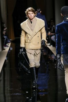 Balmain Homme FW16 is all about traditional French, foreign, aristocratic and military influences into a new, modern urban style. http://www.missfashionnews.com/2016/…/24/balmain-homme-fw16/