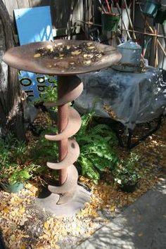 Auger birdbath ~ This is so me! Garden Crafts, Garden Projects, Garden Art, Garden Design, Metal Yard Art, Scrap Metal Art, Garden Junk, Garden Tools, Rustic Gardens
