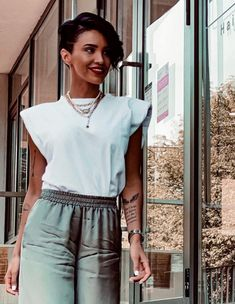 Tricou alb Lara din bumbac, cu umeri. Adelina Pestritu Short Dresses, Style Inspiration, Outfit, Jeans, Women, Fashion, Atelier, Short Gowns, Moda