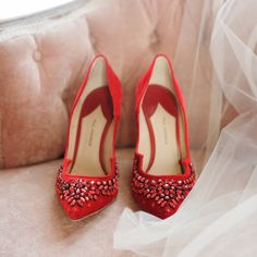 Forget ruby red slippers, Dorothy! We want these pretties on our feet! | Photography: @_esthersun | Bridesmaids' Dresses: @jennyyoonyc | Rentals: @foundrentals