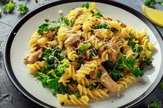 Fusilli, Fodmap, Bologna, Pasta Salad, Ethnic Recipes, Food, Flower, Seeds, Crab Pasta Salad