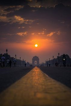 The gate basks in the glory of the rising Probably, the best place to witness a sunrise in Delhi, India Gate. on a fine morning I decided to rush to this place to witness the rising sun…More Places To Travel, Places To Visit, Nature Photography, Travel Photography, Photography Ideas, India Gate, India Architecture, Amazing India, India Culture