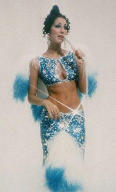 cher blue bob mackie two piece crop top maxi skirt crytsal ensemble tye dye Maxi Skirt Crop Top, Maxi Skirts, 70s Fashion, Vintage Fashion, Paper Fashion, Fashion Art, Mode Disco, Cher Photos, Blue Bob