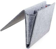 Ce grand doux et sa poche est l'endroit parfait pour garder toutes vos affaires de nuit en toute sécurité. Ouverture au bas pour le câble à passer par permet de recharger les appareils électroniques. S'adapte à tous les canapés et lits.