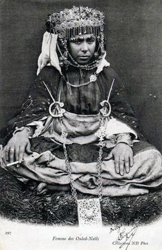 Africa   Ouled Nails woman from Algeria. ca. 1904   Postcard image, published by Neurdein Frères
