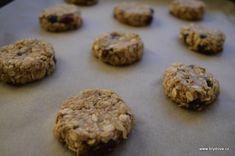 Vločkové sušenky | brydova.cz Cookies, Cake, Food, Crack Crackers, Biscuits, Kuchen, Essen, Meals, Cookie Recipes