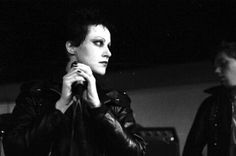Blog sull'arte visionaria, musica alternativa, metal, punk, dark, gothic, indie, libri, racconti, animali, fotografia, viaggi, Nuoro e Apple