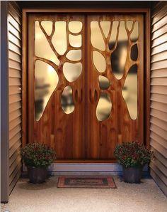 Сказочно необычные деревянные двери,свой рисунок.