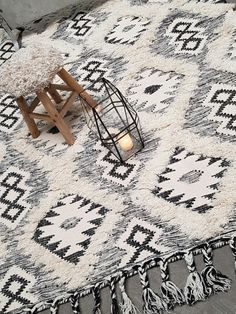 Ull og bomulls kvalitet kombinert med fantastisk håndverk. Dette teppet tar uker å produsere og jeg har stor respekt for veverne som har lært faget fra generasjoner
