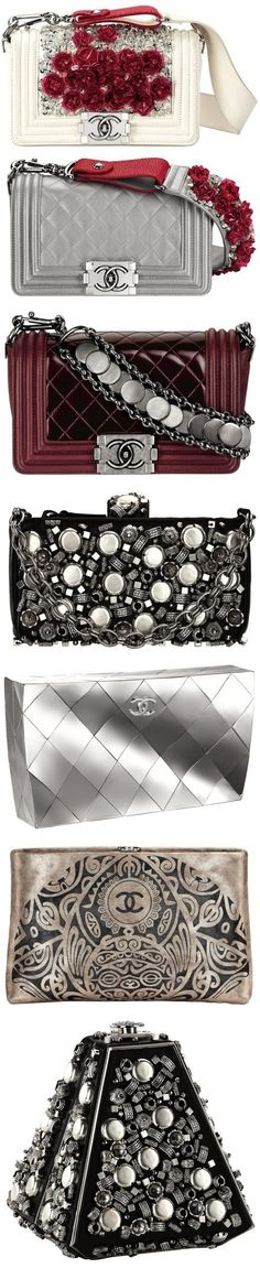 Chanel bags 좋아하지만 살 수 없는 브랜드이다. 특이한 디자인과 블링블링한 백은 여자라면 누구나 한번쯤 가지고 싶어한다.