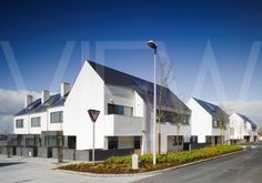 RKAV-0041-0012_Gleann_Bhan_Private_Housing_Europe_Ireland_Galway_2008_DTA_Architects_View_of_houses_from_road_showi.jpg (480×336)