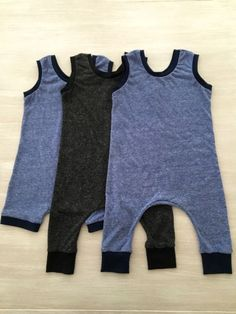 Sewing Projects For Baby Baby Romper tutorial! - Rompers are always a wardrobe staple for babies and toddlers, and this closure-free knit romper provides ultimate comfort while showcasing major style. Sewing Baby Clothes, Knitted Baby Clothes, Baby Clothes Patterns, Baby Patterns, Clothing Patterns, Diy Clothes, Babies Clothes, Babies Stuff, Toddler Clothes Diy