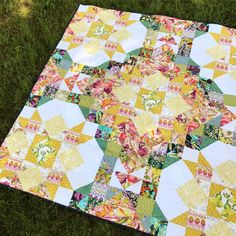 A New Day Quilt Pattern by Tea & Brie || Beautiful blocks paired with current designer fabrics create a fusion of tradition and trend. Large blocks make this quilt a perfect weekend project!