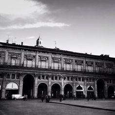 #Portici di #Bologna in bianco e nero foto di @nathalie_saba