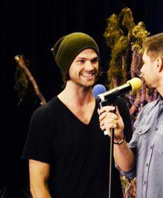 Jared looking at Jensen - have missed this :) #Vancon14