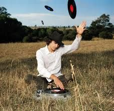Oh hey, I'm Gotye, and I like to sit in fields, throw records around, and make fabulous albums.