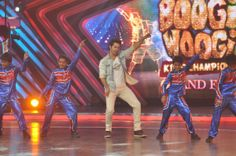 Actor Varun Dhawan during the Boogie Woogie kids championship Grand Finale sets in Mumbai on 25th March 2014. (Photo: IANS)