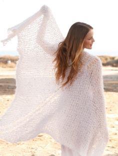 Шаль из мохера «Легкие облака» от Drops Design, вязаная спицами / Как только в очередной раз неожиданно приходят холодные вечера, становятся востребованными просторные шали, дарящие мягкое уютное тепло. Мода 2014-2015 активно приветствует пополнение женского гардероба подобными вещами. Ведь шаль можно считать[...]