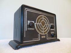 VINTAGE 1930s RARE FADA EXTREME ART DECO ANTIQUE DEPRESSION ERA NEAR MINT RADIO