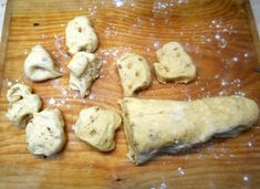 Škvarkové buchtičky (fotorecept) - recept | Varecha.sk Slovak Recipes, 20 Min, Dairy, Cheese, Chicken, Food, Basket, Meal, Eten