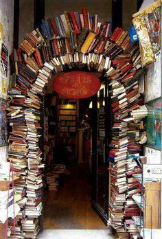 Indgang til bibliotek.