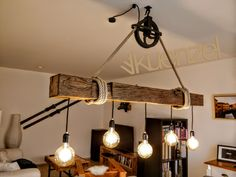 Mehr als hundert Jahre alte Eichenbalken aus abgerissenen Fachwerkhäusern werden für Sie zu einer außergewöhnlichen und einmaligen Lampe gefertigt - ganz nach Ihren Wünschen. Der Balken ist...