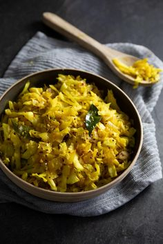 This Sri Lankan Cabbage Varai (Stir Fried Cabbage) is so simple to make. You'll be shocked at how delicious good old basic cabbage can taste. Vegetarian Recipes Dinner, Veggie Recipes, Indian Food Recipes, Asian Recipes, Cooking Recipes, Healthy Recipes, Ethnic Recipes, Vegetarian Stir Fry, Veggie Stir Fry