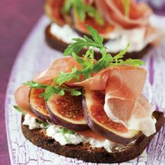 Fig, Blue cheese and Prosciutto Bruschetta recipe - Easy Countdown Recipes Think Food, Cooking Recipes, Healthy Recipes, Cooking Tips, Appetisers, Prosciutto, Food Photo, Appetizer Recipes, Cheese Appetizers