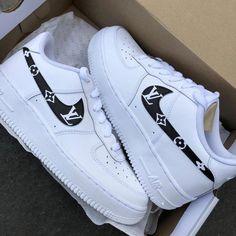 Cute Nike Shoes, Cute Nikes, Cute Sneakers, Nike Custom Shoes, Sneakers Nike, Cool Womens Sneakers, Gucci Shoes Sneakers, Custom Design Shoes, Nike Trainers